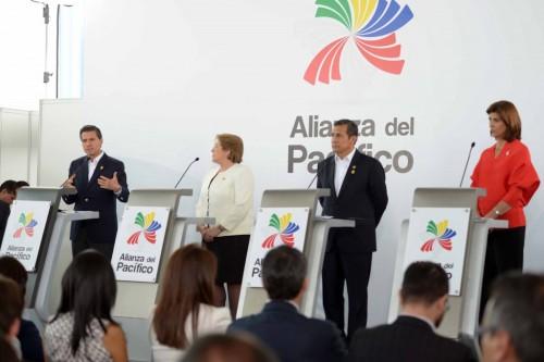 Con la presidenta Bachelet, el presidente Humala y la canciller de Colombia